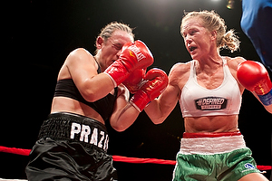 Holly Holm defeats Diana Prazak by UD, 100-90 on all three judges score cards on 12/7/12, Credit: Jose Leon Castillo