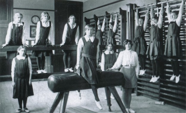 ehs-gymclass-1930s-neg-95-1-18-cambcolln